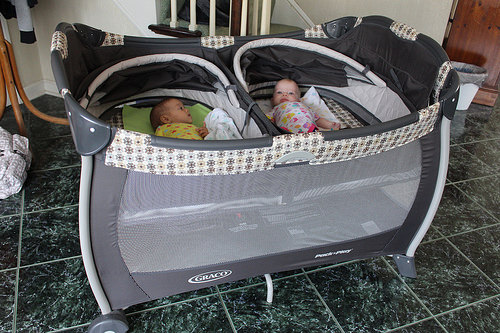 Graco Pack N Play Play Yard With Twins Bassinet Vance